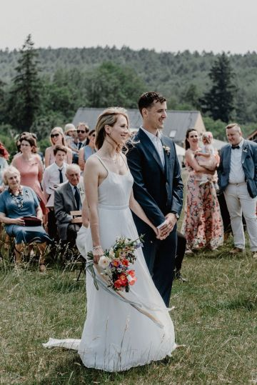 Pretty Meadow Wedding in the Czech Republic – Carols Darkroom 22