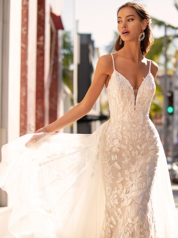 10 Gorgeous Wedding Dresses that Flatter Your Curves – Moonlight Bridal – Val Stefani – Bridal Musings – H1452_C