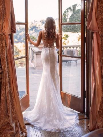 10 Gorgeous Wedding Dresses that Flatter Your Curves – Moonlight Bridal – Val Stefani – Bridal Musings – S2167_B