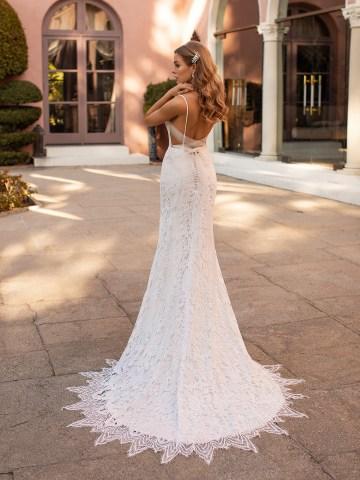 10 Gorgeous Wedding Dresses that Flatter Your Curves – Moonlight Bridal – Val Stefani – Bridal Musings – S2168_B
