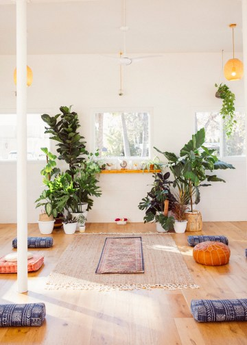 How to Decorate A Tropical Wedding for Your Home or Backyard – Light and Space – Bright Bird Photography 9