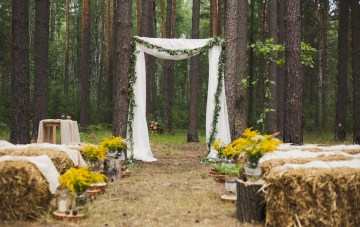 How To Find Eco-Friendly Rentals & Decor For Your Wedding