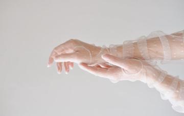 10 Stylish Bridal Gloves For A Covid-Era Wedding