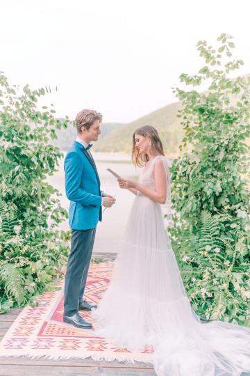 Beautiful and Ethereal Romanian Wedding Inspiration at Tarnita Lake – Ioana Porav Photography 35