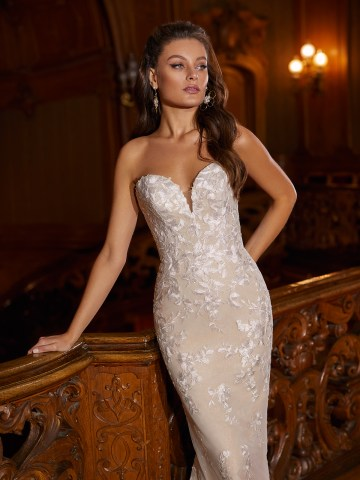 How to Plan A Luxurious Wedding At Home – Moonlight Bridal – Bridal Musings – J6822_C2