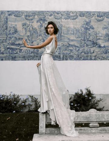 Romantic and Chic Portuguese Bridal Editorial – Couplet – A La Robe Bridal 27