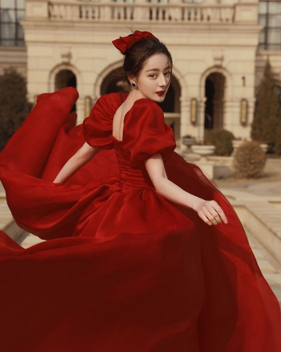 Váy cưới đỏ