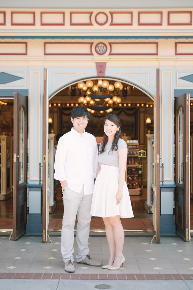 SavourProduction-hongkong-sweet-disneyland-prewedding-engagement-casual-003
