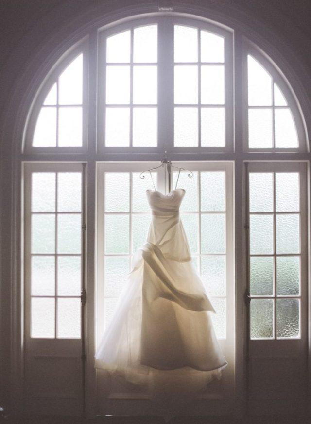 JadaPoon-Shanghai-MoniqueLhuillier-Centralweddings-TheLaceAtelier-JennyPackham-film-outdoor-destination-overseas-wedding-hongkong-018