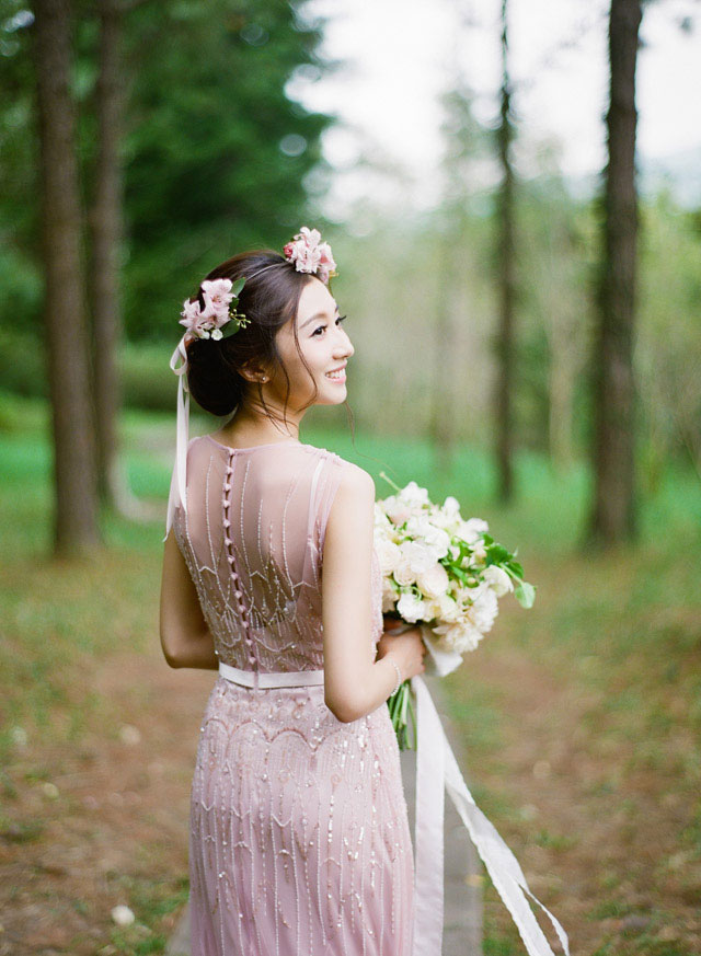 jennytongphotography-charming-garden-editorial-blush-dress-01
