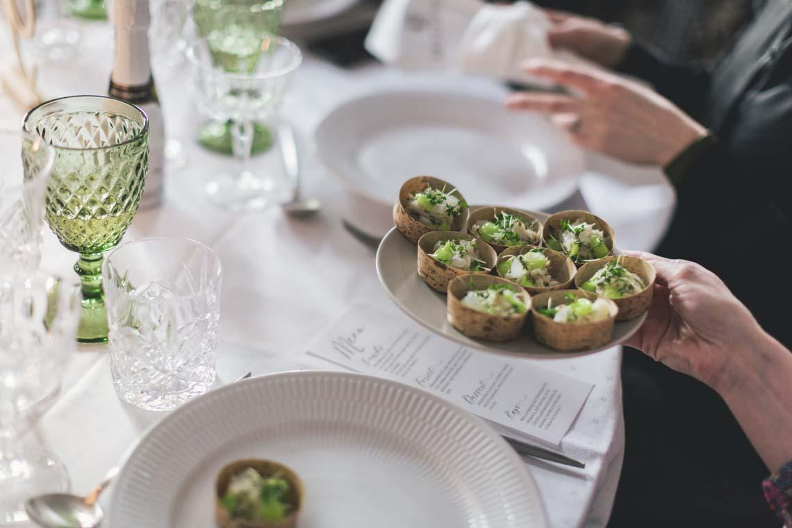 Nordisk forårsborddækning med mad fra Norevent - Bridenista