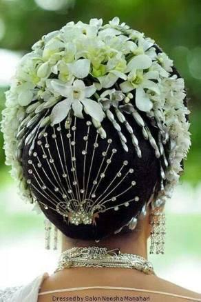 floral-buns_-brides-essential_19