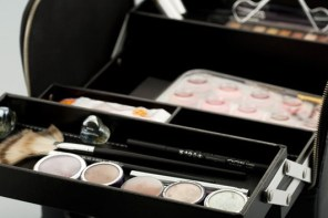 How to organize your Personal Make Up Kit