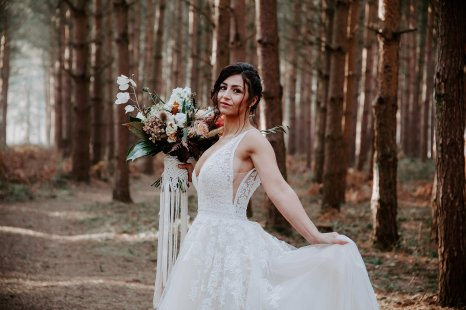 Wild styled bridal shoot (c) The Malyn Edit (21)