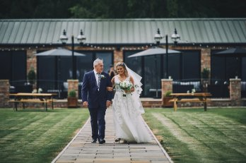 A Rustic Summer Wedding at Villa Farm (c) Bethany Clarke (28)