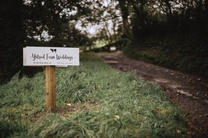 A Rustic Styled Shoot at Ystrad Farm (c) Fox & Bear Photography (3)