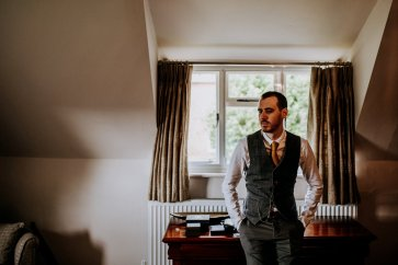 A Rustic Wedding at Calke Abbey (c) Peter Hugo Photography (5)
