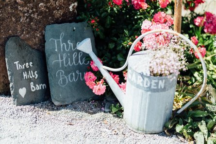 A Rustic Wedding at Three Hills Barn (c) Lauren McGuiness Photography (30)