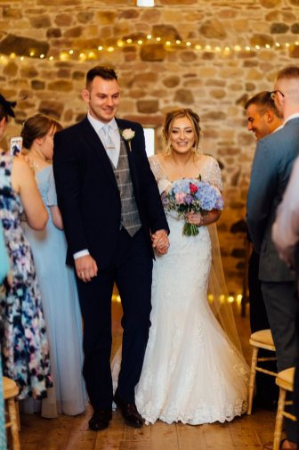 A Rustic Wedding at Three Hills Barn (c) Lauren McGuiness Photography (52)