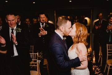 A Chic City Wedding at King Street Townhouse (c) Kate McCarthy (30)