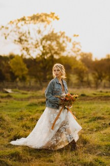 A Glowing Styled Bridal Shoot at Skipbridge Country Weddings (c) Freya Raby Photography & Kayleigh Ann Photography (39)