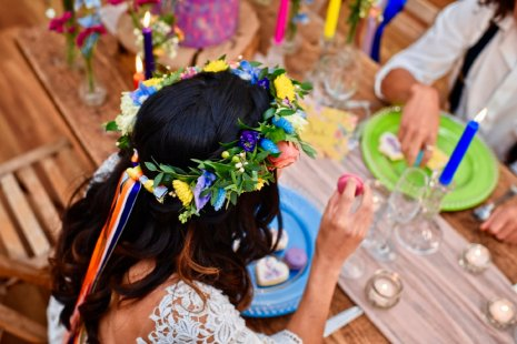 A Colourful Festival Wedding Shoot at The Wellbeing Farm (c) Jules Fortune Photography (3)