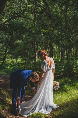 A Rustic Wildflower Micro Wedding (c) Weddings By Foyetography (13)
