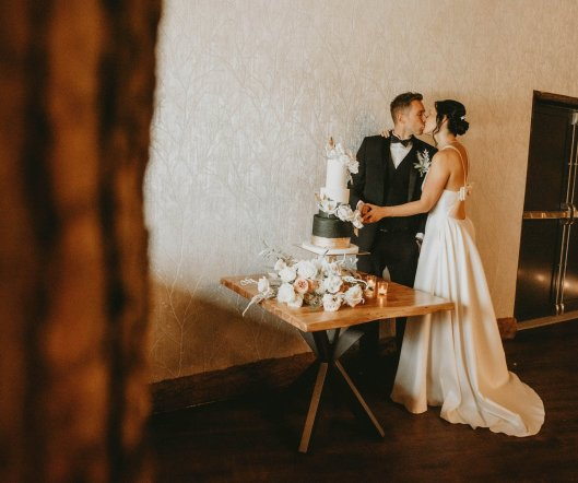 Luxe Rustic Wedding Shoot at The Grand Lodge at Oaklands (c) Louise Pollitt Photography (14)