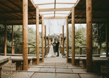 Luxe Rustic Wedding Shoot at The Grand Lodge at Oaklands (c) Louise Pollitt Photography (24)