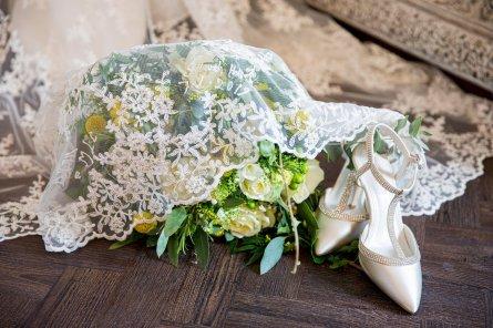 A Lemon Yellow Wedding at Saltmarshe Hall (c) Ray & Julie Photography (4)