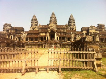 You can take a photo of Angkor Wat with no tourists