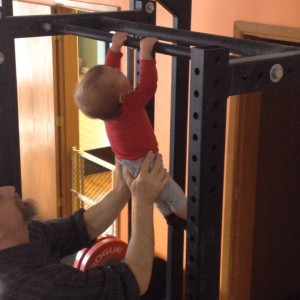 Saxybteezy 10 months old doing strick pull-ups crossfit kids baby doing pull-ups