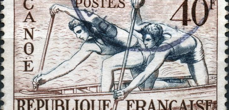 Scan:Briefmarke aus Frankreich von 1953, in Blau/Braun, Thema: 'Olympia Helsinki - Canoe', also Kanu-Sport mit dem Nennwert 40F.