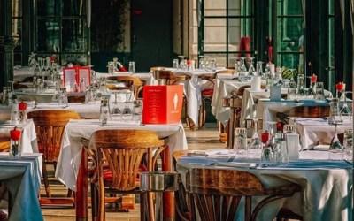 Covid-19: les restaurants sont-ils des lieux de contagion privilégiés?