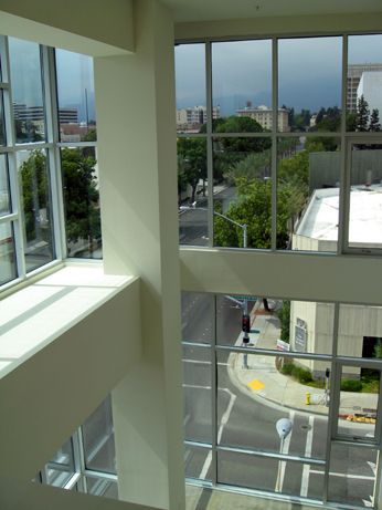 Corner unit offers incredible views of the mountains as well as the Old Pasadena skyline