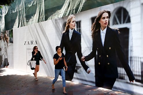 The new 27,000 square foot Zara LA Flagship store is now under construction at FIGat7th