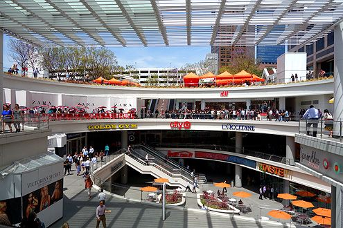 The new largest H&M store in Southern California opened at FIGat7th in Downtown LA