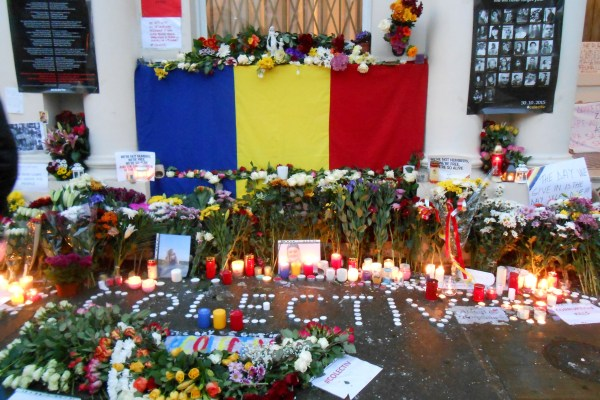 Saturday_Nov7_commemoration_in_front_of_the_Romanian_Cultural_Institute