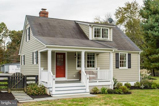 Property for sale at 125 S Saint Paul St, Hamilton,  VA 20158