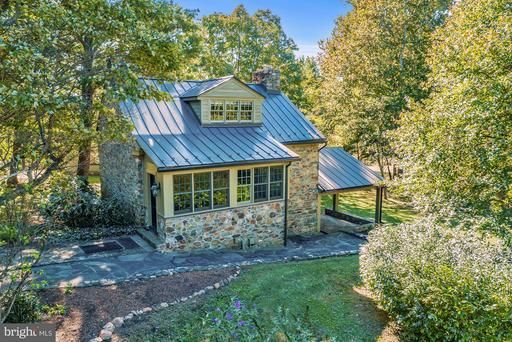 Property for sale at 18822 Woodburn Rd, Leesburg,  VA 20175