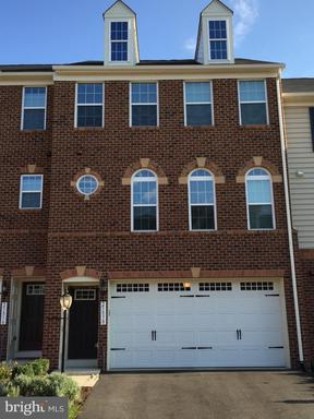 Property for sale at 25838 Clairmont Manor Sq, Aldie,  Virginia 20105