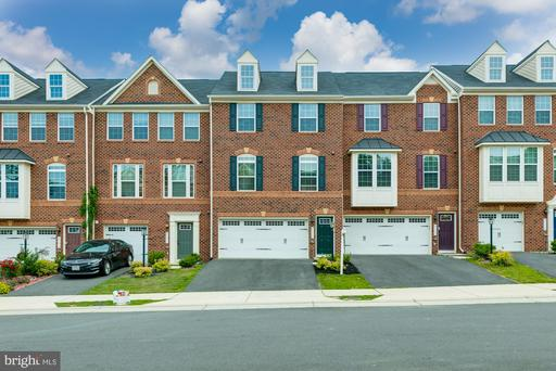 Property for sale at 25869 Clairmont Manor Sq, Aldie,  Virginia 20105