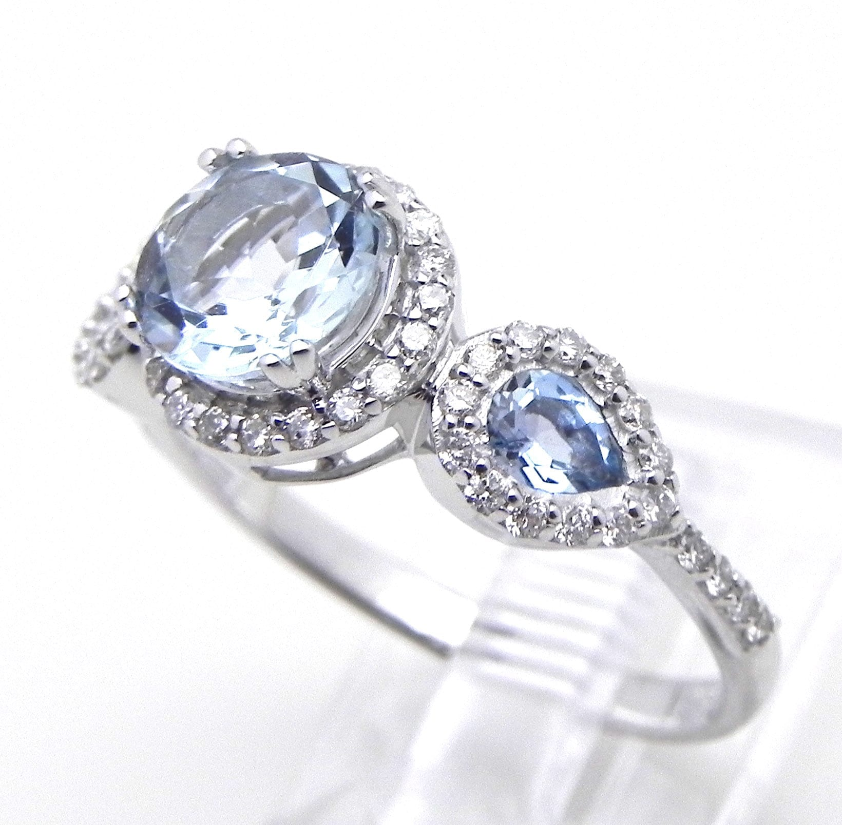 Ladies 14k White Gold 114 Cts Aquamarine Amp Diamonds Ring