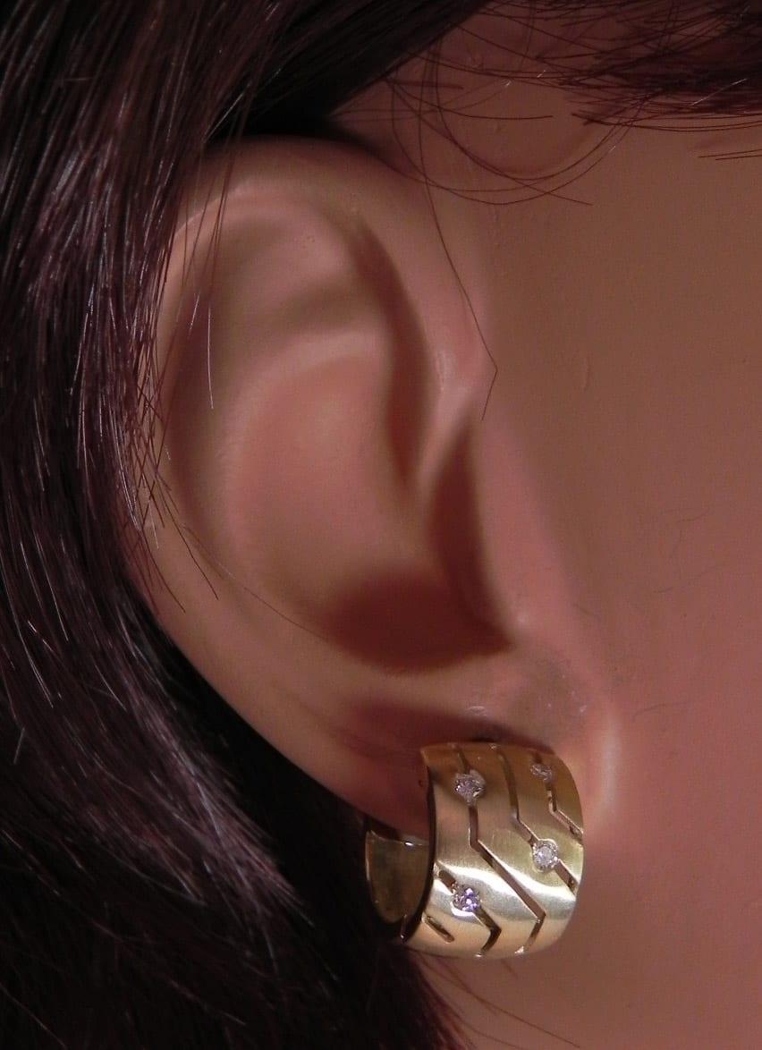 Ladies 14k Yellow Gold Diamonds Hoop Huggie Earrings