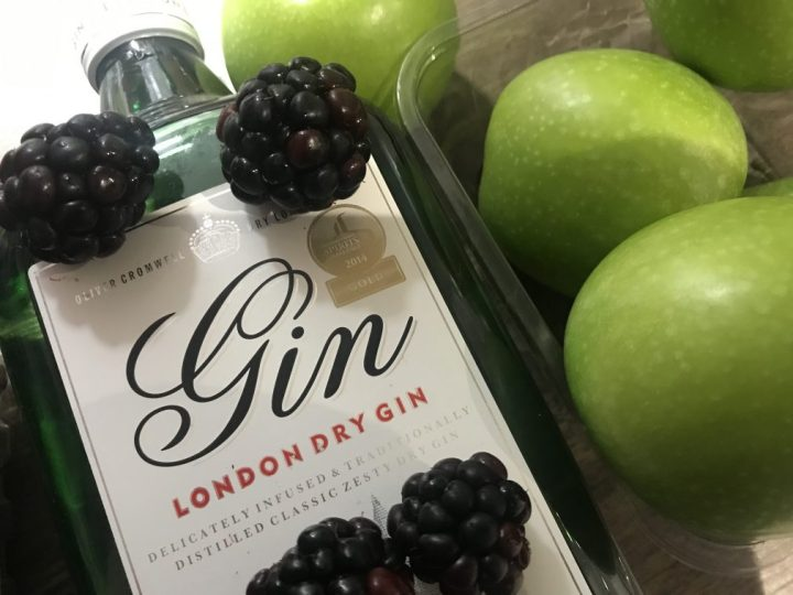 How to make apple and blackberry gin