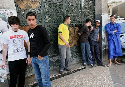 "Algerian youth ""holding the wall up"" - the hittistes"