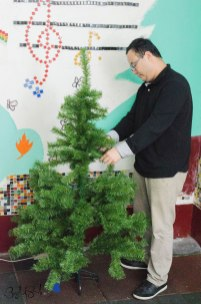 Jeff setting up the tree