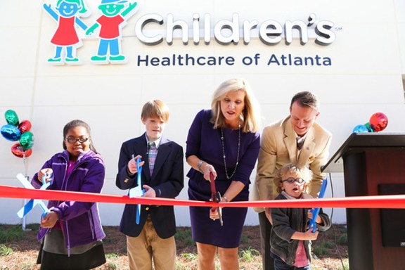 Donna_ribboncutting1_2013