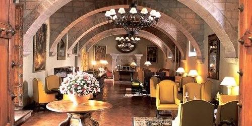 Hotel Monasterio lobby
