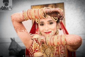 Happy-Eyes-Bridal-Bangles-Red-Golden-Candid-Brijesh-Kapoor